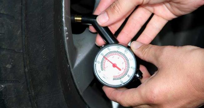 Cómo medir la presión de un neumático